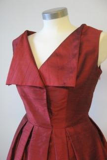 mekko-punaista-dupionsilkkia