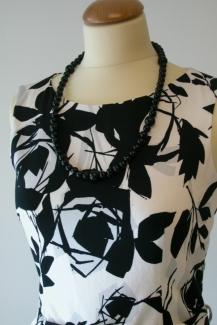 mustavalkoinen-mekko-puuvillasta