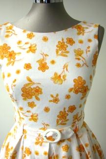 pellavaa-keltaisia-kukkia-ja-50-luvun-nostalgiaa