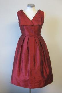 punainen-silkkimekko-kaava-50-luvun-muotilehdesta